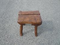 Židlička bez opěradla